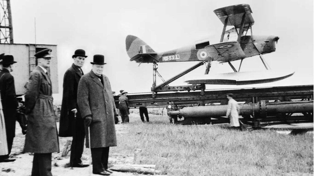 winston churchill durante una delle prove del drone queen be